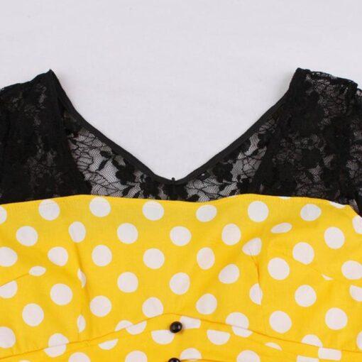 robe avec col en dentelle