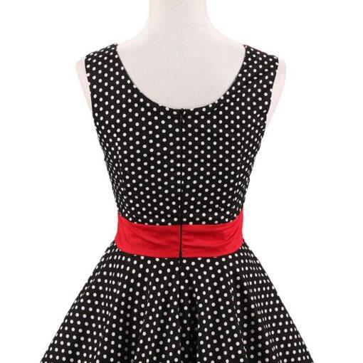 robes courtes claires a petits pois contrastés
