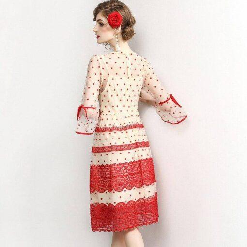 dentelle robe rouge