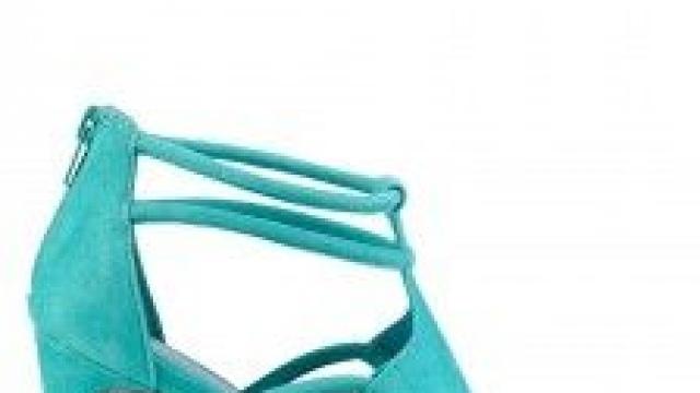 Quelle Couleur De Chaussure Porter Avec Une Robe Turquoise ?